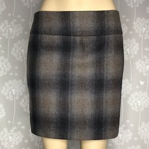 The Limited Skirt Size 4 Gray Plaid Wool